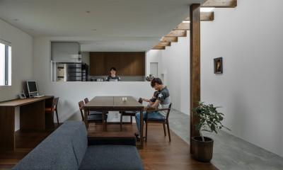 ダイニング|プライバシーを確保しながら光を取り入れる美術館のような家(石部東の家)
