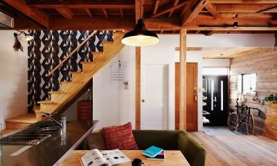 リビング階段|家族の好きな色と想いをカタチに