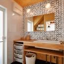 家族の好きな色と想いをカタチにの写真 洗面スペース