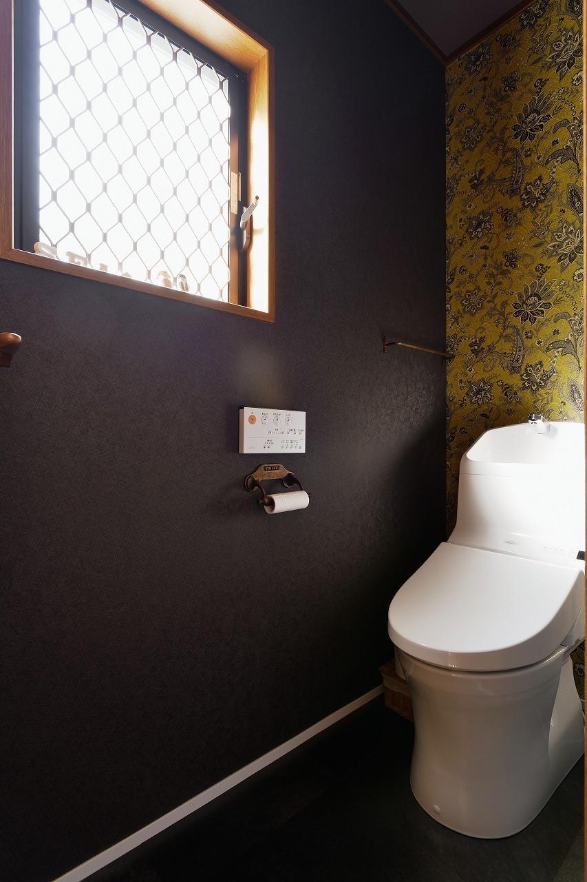 バス/トイレ事例:トイレ(2階)(家族の好きな色と想いをカタチに)
