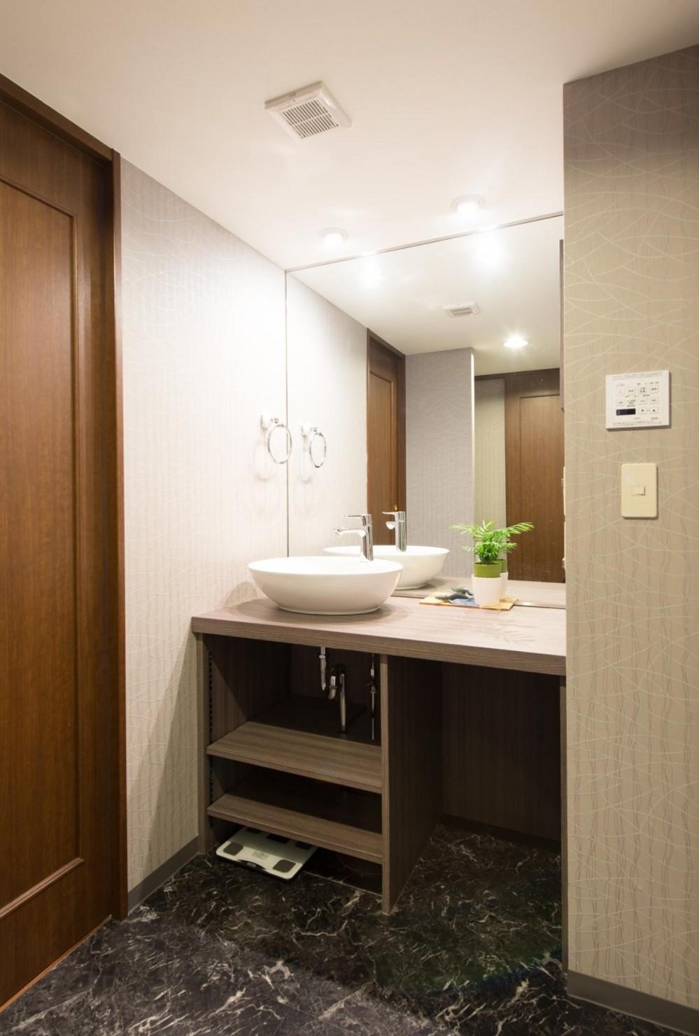 中古マンションリノベーション〜「自分らしい空間を実現したい」 (洗面脱衣室)