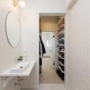 家族3人とワンちゃんが心地よく暮らす、戸建リノベーションの写真 洗面脱衣室