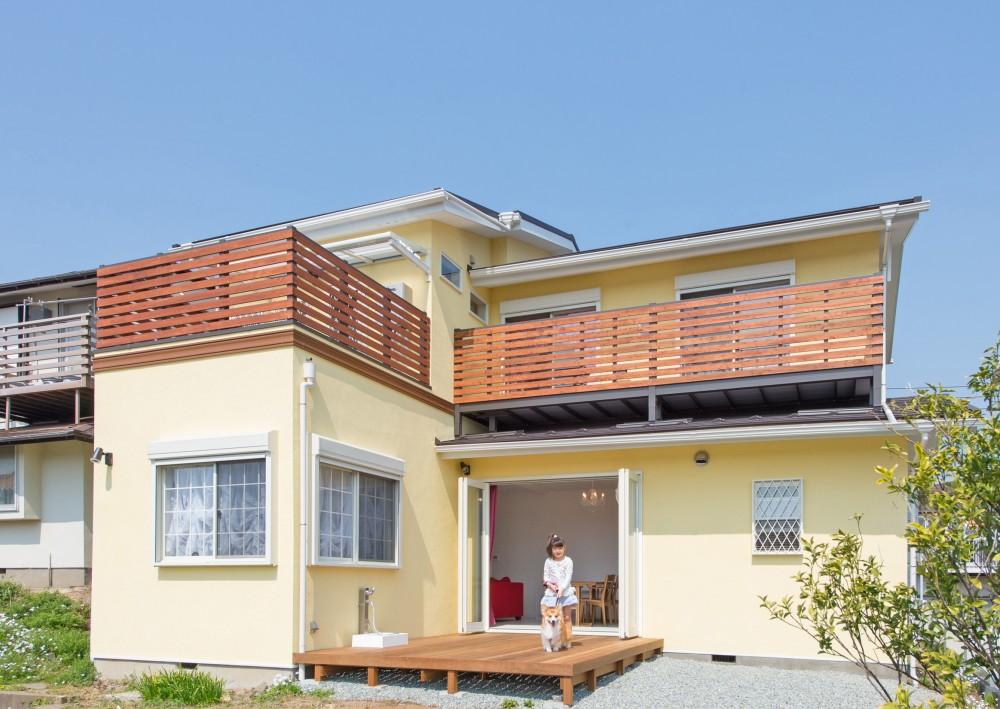 家族3人とワンちゃんが心地よく暮らす、戸建リノベーション (ウッドデッキ)