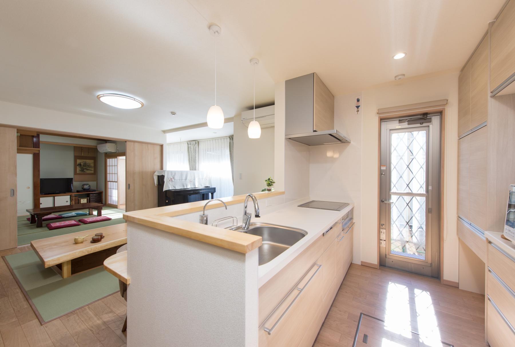 キッチン事例:キッチン(落ち着いた和モダンに二世帯が心地よく暮らす、戸建て全面改装)