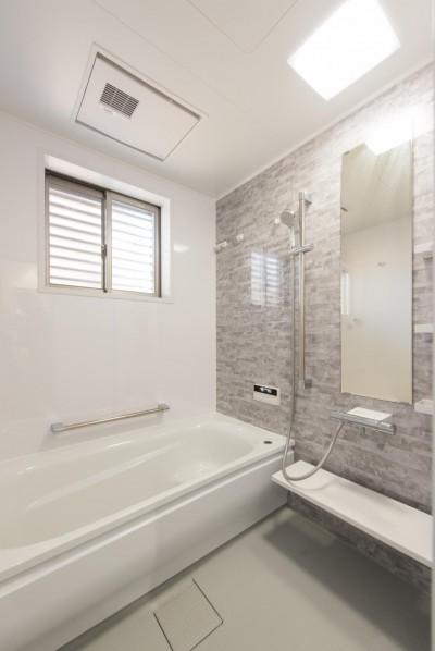 浴室 (落ち着いた和モダンに二世帯が心地よく暮らす、戸建て全面改装)