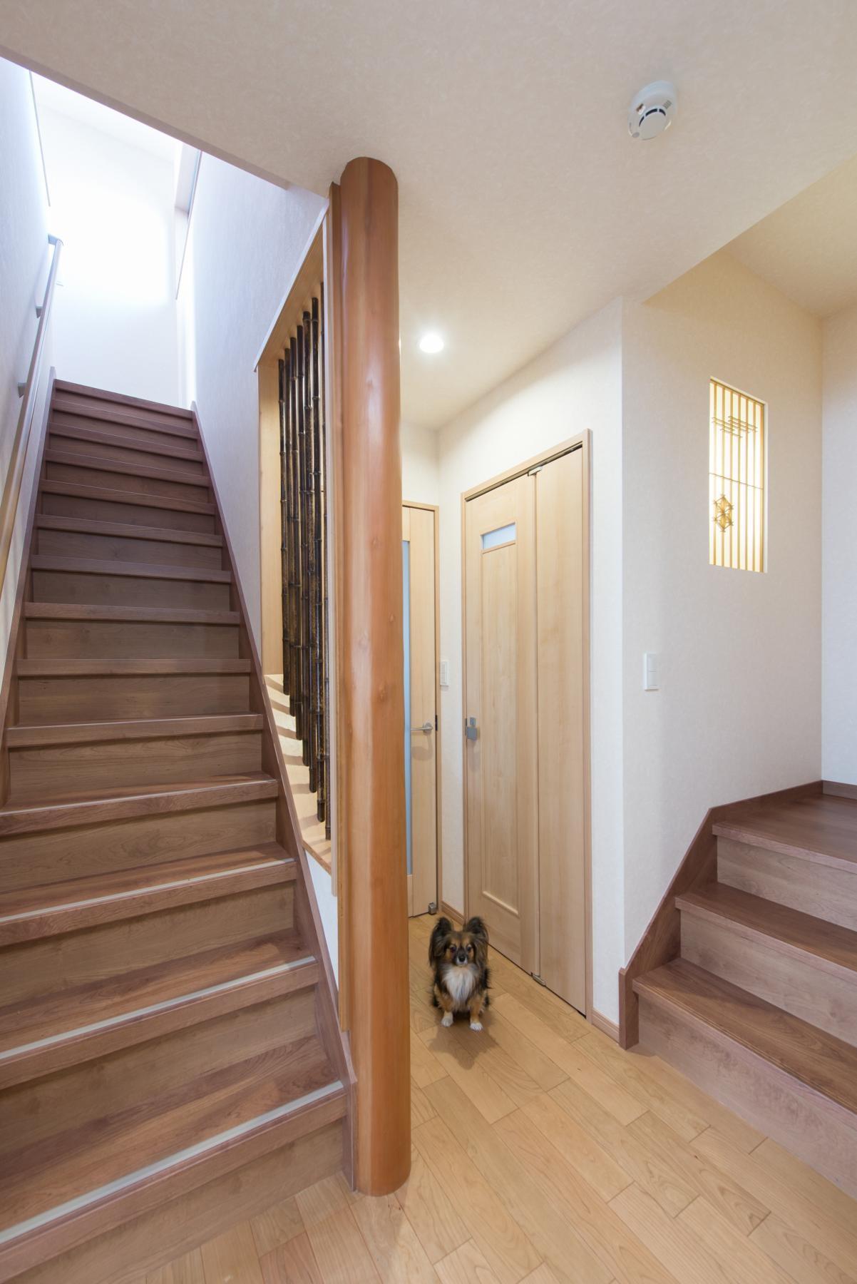 その他事例:階段(落ち着いた和モダンに二世帯が心地よく暮らす、戸建て全面改装)