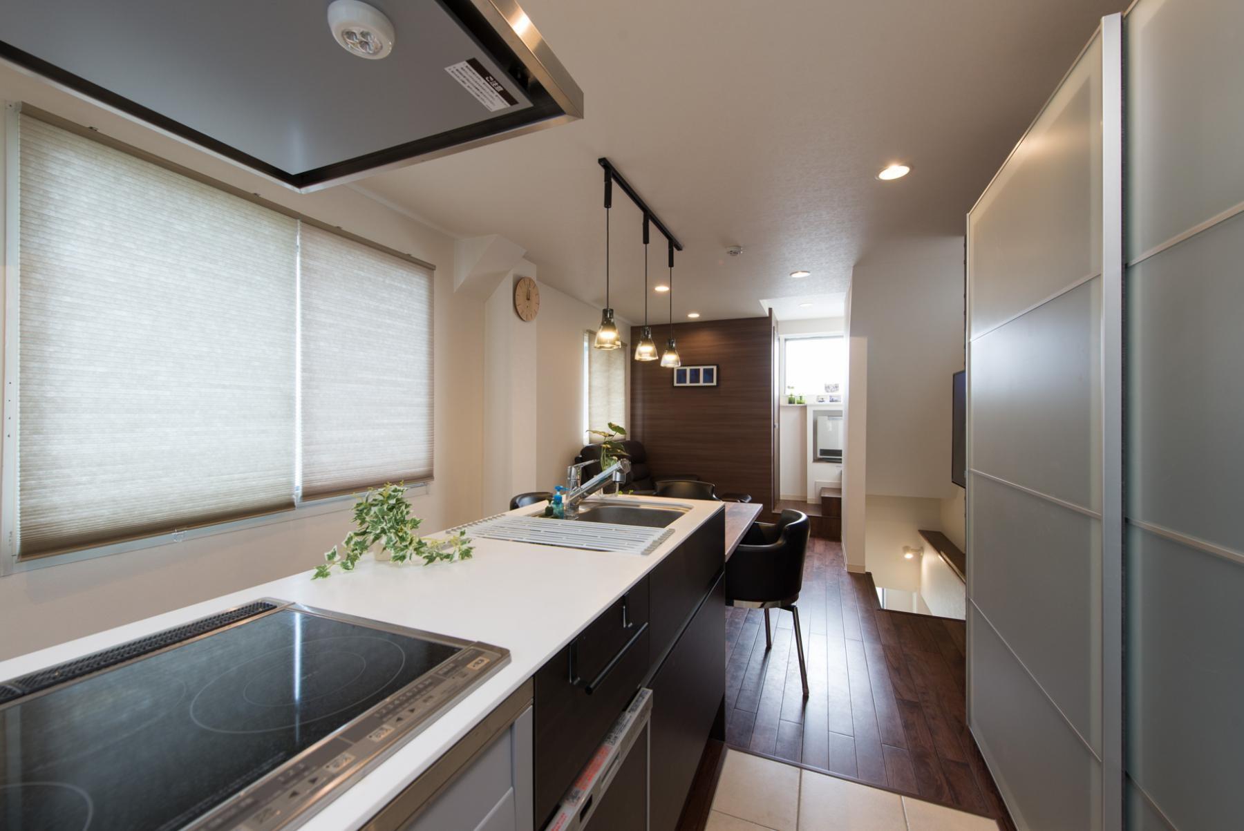 キッチン事例:キッチン(ホテルのようなスタイリッシュな内外装に全面リフォーム)