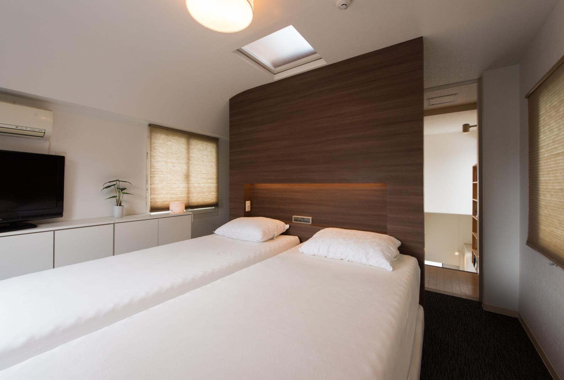 ベッドルーム事例:寝室(ホテルのようなスタイリッシュな内外装に全面リフォーム)