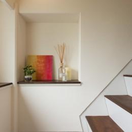 ホテルのようなスタイリッシュな内外装に全面リフォーム (階段)