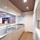 シックで落ち着いた色合いに〜ご夫婦二人のマンション全面改装の写真 キッチン