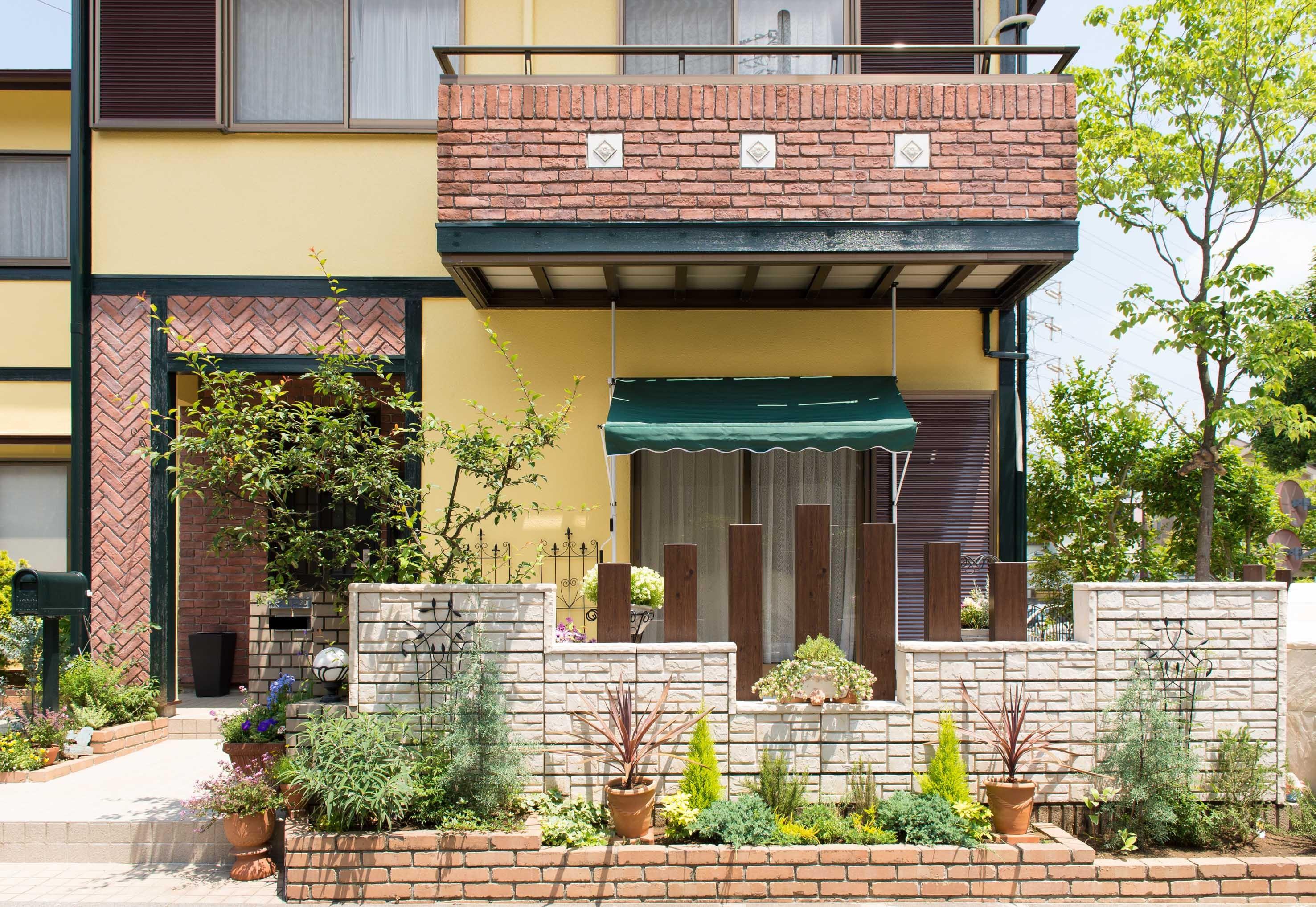 外観事例:タイル、ブロック塀、(イタリアがテーマ!明るい日差しが似合う、外構エクステリアに)