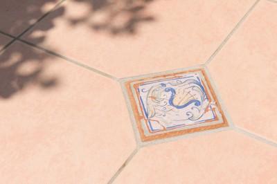 イタリアがテーマ!明るい日差しが似合う、外構エクステリアに (テラコッタタイル)