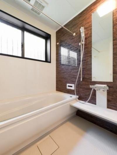 浴室 (中古戸建て〜和を活かして、落ち着いた雰囲気にリフォーム)