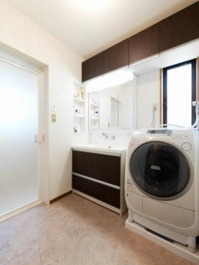 洗面脱衣室 (中古戸建て〜和を活かして、落ち着いた雰囲気にリフォーム)