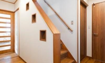 中古戸建て〜和を活かして、落ち着いた雰囲気にリフォーム (階段)