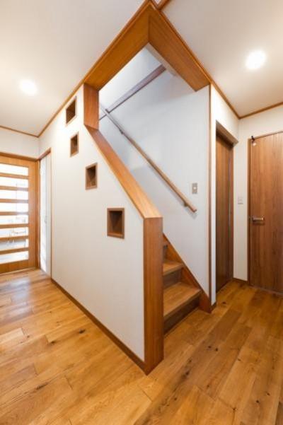 階段 (中古戸建て〜和を活かして、落ち着いた雰囲気にリフォーム)