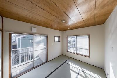 和室 (シンプルながら色使いにこだわりのある家)