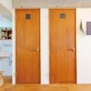 模様替えを楽しめる、土間のある家の写真 廊下(バス、トイレ扉)