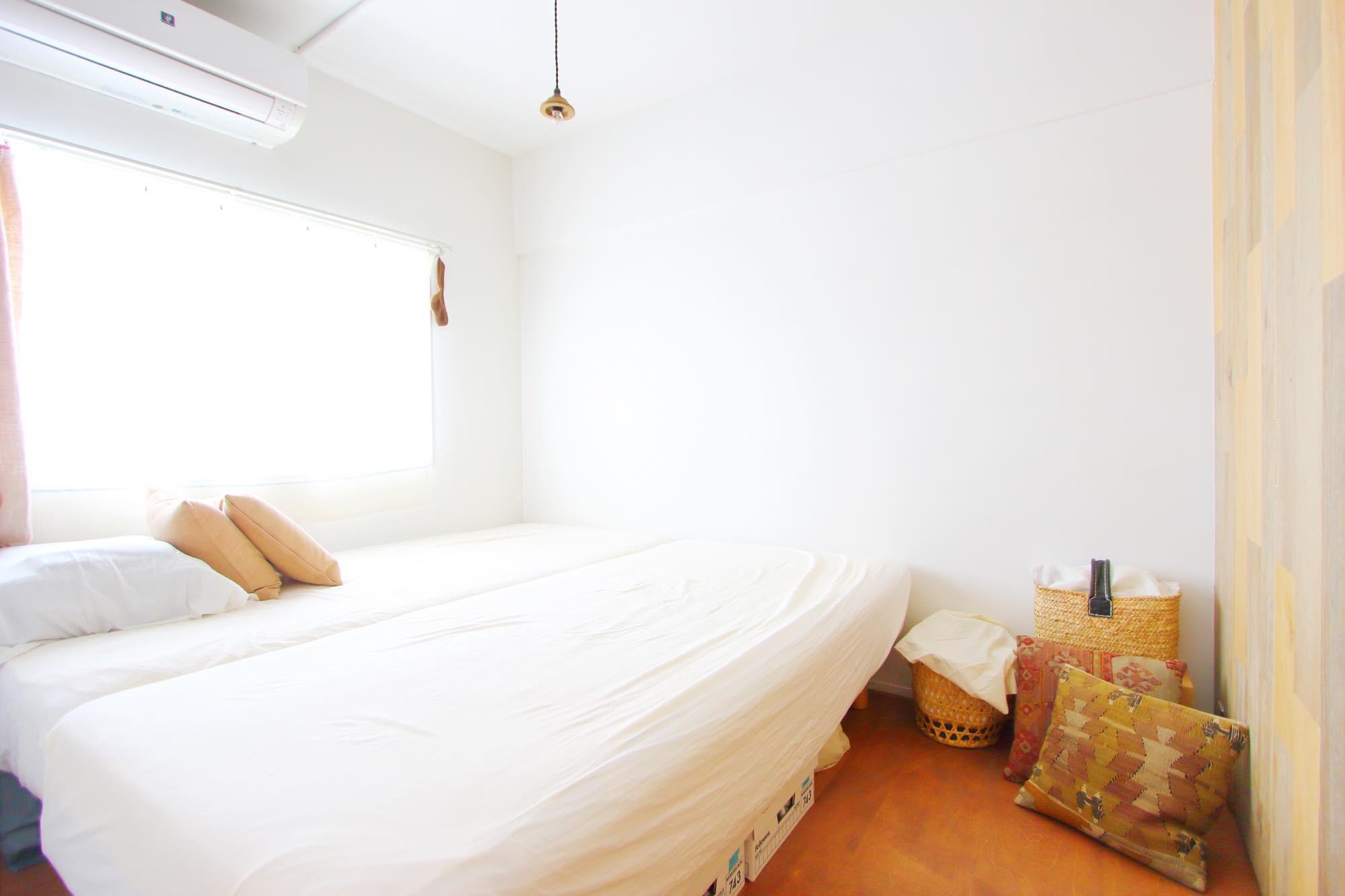 ベッドルーム事例:寝室(模様替えを楽しめる、土間のある家)