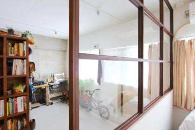 ベッドルーム (模様替えを楽しめる、土間のある家)