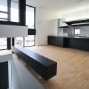 ミニマルデザインのハコ型の家の写真 2階リビング