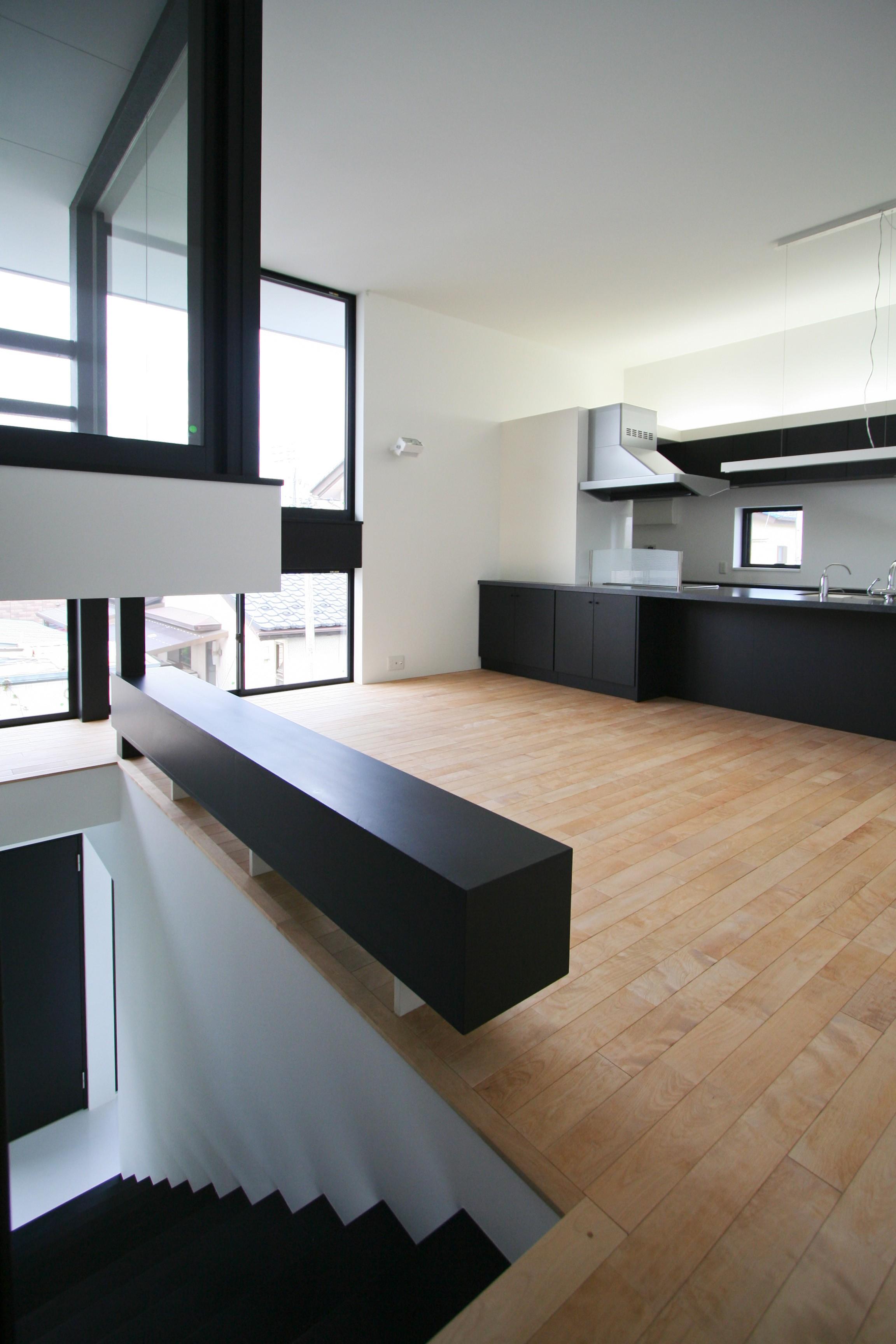 リビングダイニング事例:2階リビング(ミニマルデザインのハコ型の家)