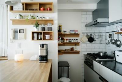 キッチン (『無印な住まい』 ― 家具を部屋に溶け込ませて)