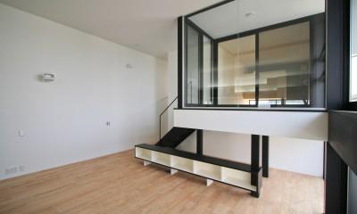 インナーバルコニーを出ると「はなれ」の和室がある|ミニマルデザインのハコ型の家