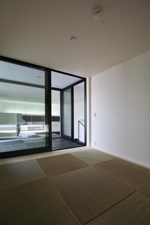 ミニマルデザインのハコ型の家 (和室)