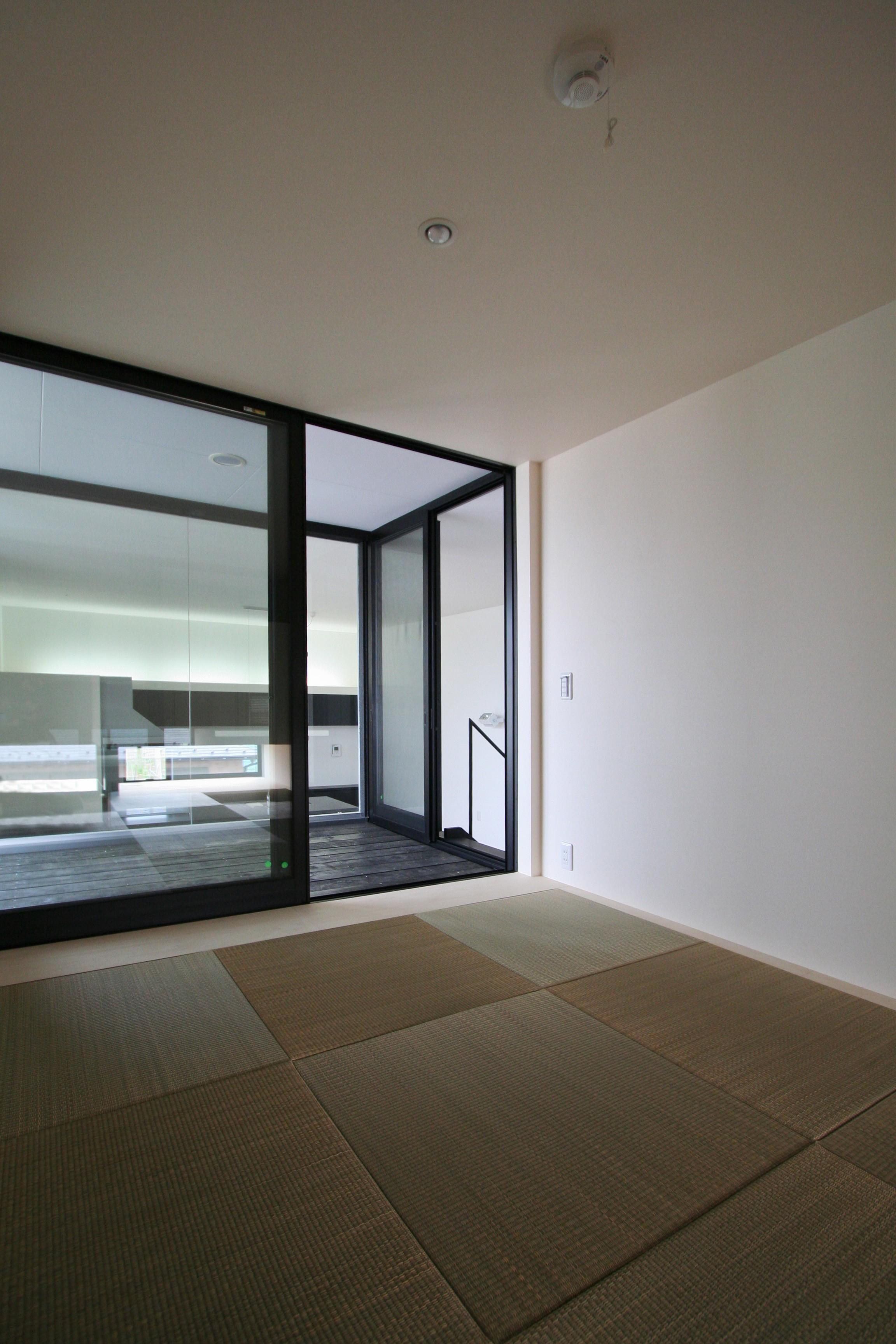 書斎事例:和室(ミニマルデザインのハコ型の家)