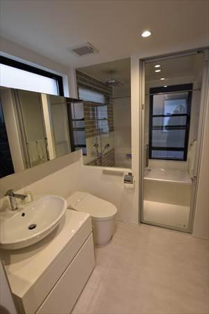 バス/トイレ事例:洗面(目黒の家~狭小地に縦に広く暮らす家~)