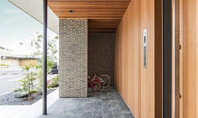 五日市の家 (ポーチと自転車置場)