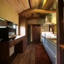 新旧が息吹を与え合う家の写真 キッチン