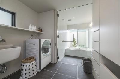 開放感のある浴室 (五日市の家)