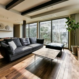 増築した部分に設けた広々としたリビング・ダイニング (奥様の実家を増築して二世帯住宅にリフォーム。LDを広げて開放感あふれる空間に。)