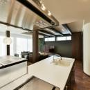 奥様の実家を増築して二世帯住宅にリフォーム。LDを広げて開放感あふれる空間に。の写真 LDを見渡せる対面式キッチン