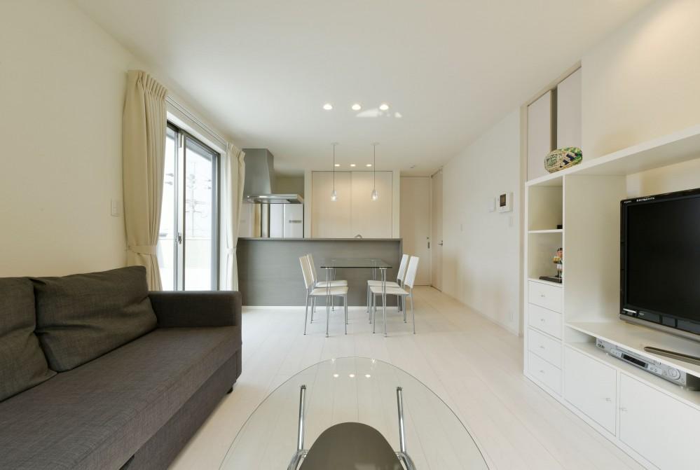 奥様の実家を増築して二世帯住宅にリフォーム。LDを広げて開放感あふれる空間に。 (2階のリビング・ダイニング)