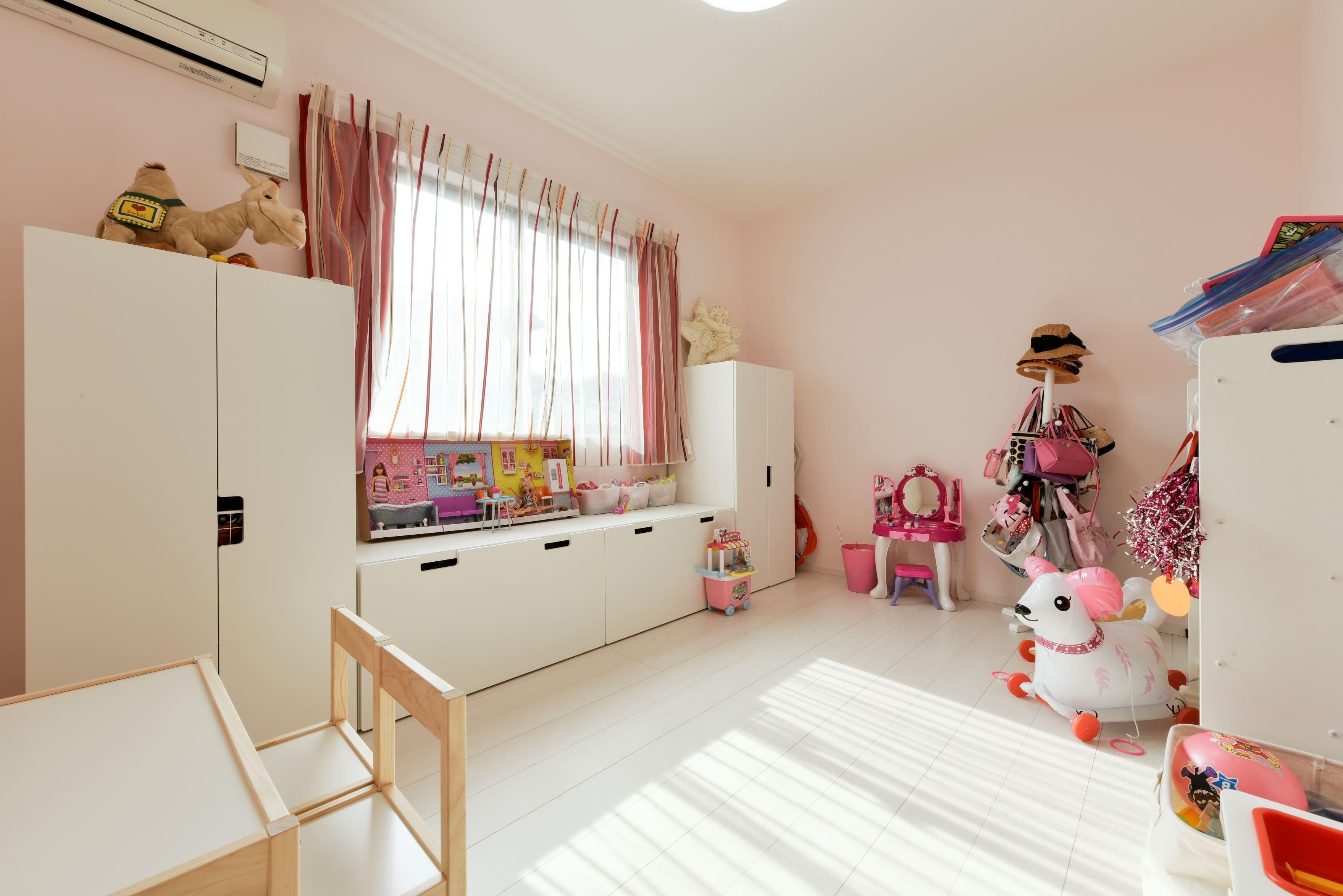 子供部屋事例:明るい子供部屋(奥様の実家を増築して二世帯住宅にリフォーム。LDを広げて開放感あふれる空間に。)