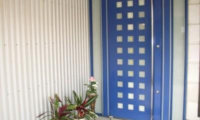 家族のびのび大空間:自然素材の家 (玄関ポーチ)