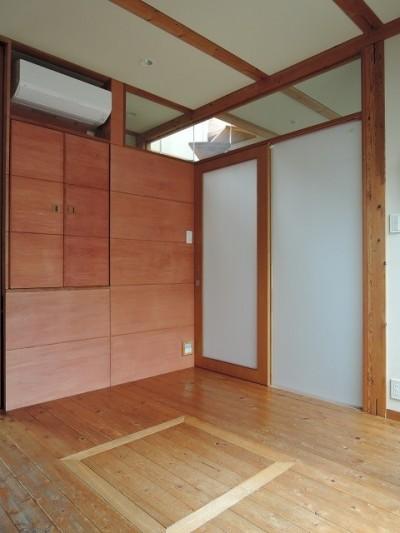 寝室 (家族のびのび大空間:自然素材の家)