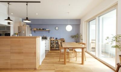 築10年のマンションを購入し、間取りと内装を好みやライフスタイルに合わせて一新。思い通りの住まいに。