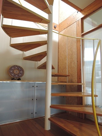 その他事例:らせん階段(家族のびのび大空間:自然素材の家)