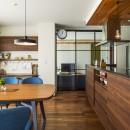 キッチンを家の中心に配置。便利な家事動線と子供を常に見守れる間取りにリフォーム。の写真 床暖房を設置したダイニング キッチン