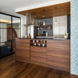 キッチンを家の中心に配置。便利な家事動線と子供を常に見守れる間取りにリフォーム。