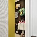 キッチンを家の中心に配置。便利な家事動線と子供を常に見守れる間取りにリフォーム。の写真 壁面裏を収納として活用