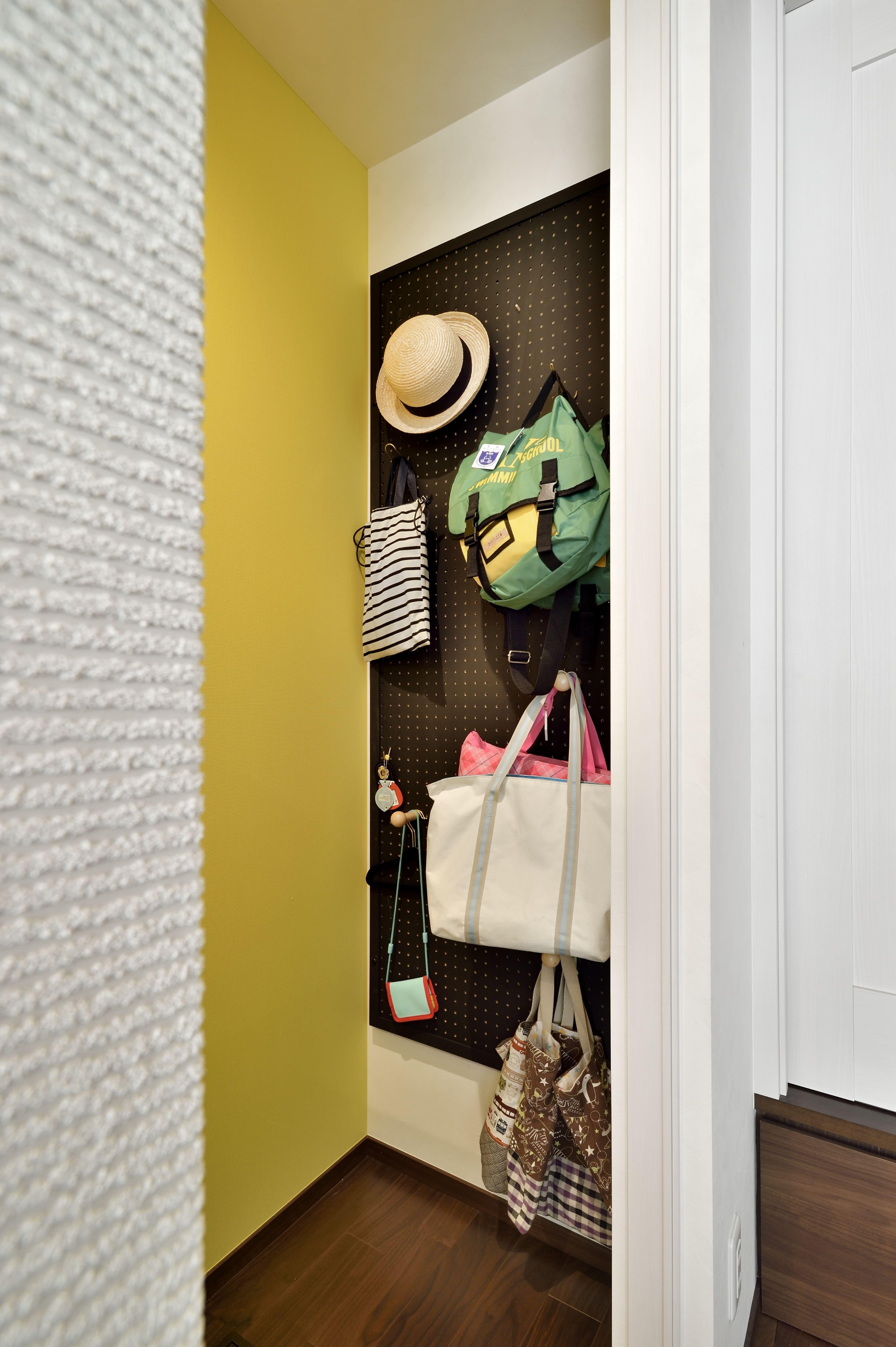 収納事例:壁面裏を収納として活用(キッチンを家の中心に配置。便利な家事動線と子供を常に見守れる間取りにリフォーム。)