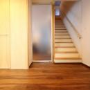 「バリアフリー」と「心地よさ」をかなえた シニア向けリフォーム:コンクリート住宅のリノベーションの写真 内部廊下