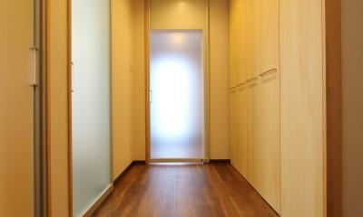 「バリアフリー」と「心地よさ」をかなえた シニア向けリフォーム:コンクリート住宅のリノベーション (廊下2)