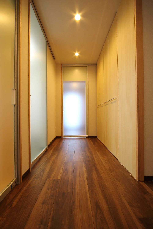 その他事例:廊下2(「バリアフリー」と「心地よさ」をかなえた シニア向けリフォーム:コンクリート住宅のリノベーション)
