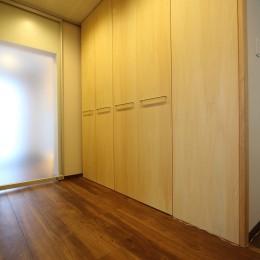 「バリアフリー」と「心地よさ」をかなえた シニア向けリフォーム:コンクリート住宅のリノベーション (廊下4)